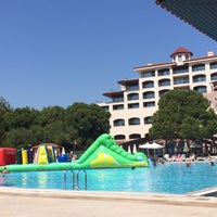 Photo taken at Pool Bar Sirene Golf by Cetin T. on 9/8/2016