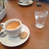 Foto diambil di Caffè Latte oleh Felipe X. pada 11/5/2012