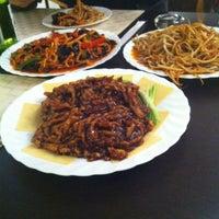Снимок сделан в Лу Сюнь / 路讯餐厅 пользователем Maria I. 4/14/2013