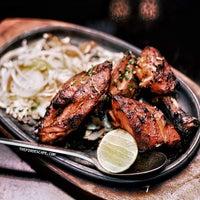Foto tirada no(a) Sitara Indian Cuisine Restaurant por Daisy C. em 4/18/2015