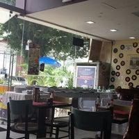 Foto tirada no(a) Café Rock Burgers por Rogerio S. em 3/21/2015