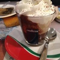 Снимок сделан в Caffe Lavazza пользователем Lilitherapy 2/2/2013
