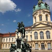Das Foto wurde bei Schloss Charlottenburg von Marina P. am 5/19/2013 aufgenommen
