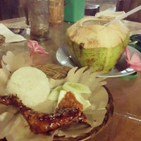 Photo taken at Kampung Makan by Nenny Fatimah A. on 2/2/2015