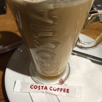 Снимок сделан в Costa Coffee пользователем Pinar . 11/29/2015