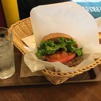 Photo taken at Freshness Burger by Ikuro N. on 11/27/2017