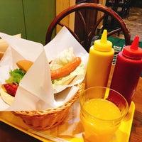 Photo taken at Freshness Burger by Ikuro N. on 3/29/2017