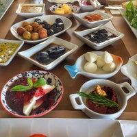 4/15/2018 tarihinde 👑 Armağan Sercan S.ziyaretçi tarafından Çıngıloğlu Gourmet Cafe Breakfast Restaurant'de çekilen fotoğraf