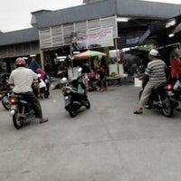 Photo taken at Pasar kampung cina by Farr R. on 10/3/2014