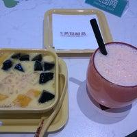Photo taken at Honeymoon Dessert (满记甜品) by haccho N. on 8/22/2014