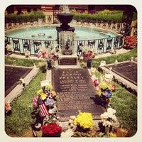 6/8/2013에 Sandra M.님이 Elvis's Grave에서 찍은 사진