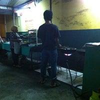 Photo taken at Bebek Goreng Sejedewe by Yesaya S. on 12/25/2012