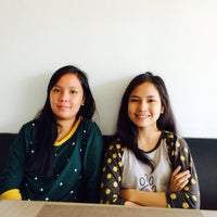 Photo taken at Hive Cafe by Lieu Gee Keeshia G. on 7/12/2014