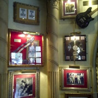 Photo taken at Hard Rock Cafe Mexico City by Aldo V. on 3/28/2013