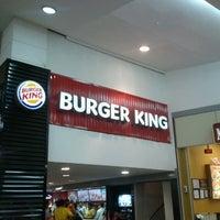 Foto tirada no(a) Burger King por Rodrigo S. em 7/31/2012