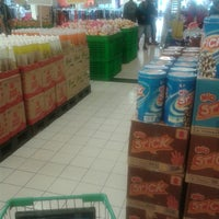 Photo taken at Giant Hypermarket by Veetha A. on 8/15/2013