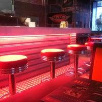 Foto tirada no(a) Garage Burger por Giselle M. em 9/29/2012