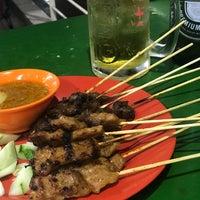 Photo taken at Bukit Timah Market & Food Centre by Daisuke S. on 12/10/2017