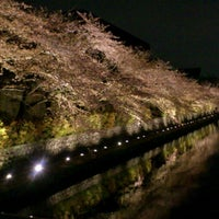 Photo taken at 冷泉橋 by 3+4=7 on 4/10/2013