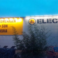 Photo taken at ELECTRO DEPOT by Marion B. on 3/14/2015