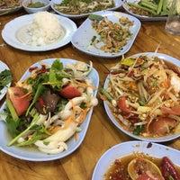 Photo taken at คนเมืองลพ ครัวเมืองลิง by ggust p. on 12/16/2016