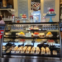Photo taken at Nothing Bundt Cakes - Manhattan Beach by Michael Anthony on 7/27/2014