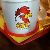 Foto tirada no(a) GFC Fried Chicken por Isabella R. em 3/8/2015