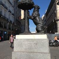Foto tirada no(a) Estatua del Oso y el Madroño por 🌎📷🍴 em 4/17/2013