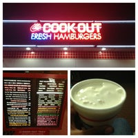 Foto tirada no(a) Cook Out por Blair J. em 9/13/2013