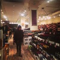 Foto tirada no(a) Union Square Wines & Spirits por Kirsten P. em 2/8/2013