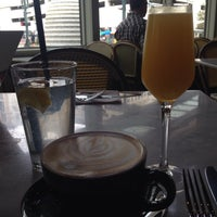 Photo prise au The Honeymoon Cafe & Bar par Kelli W. le12/7/2014