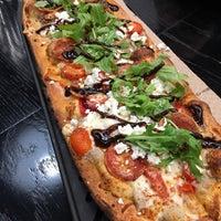 11/25/2017 tarihinde Filip Z.ziyaretçi tarafından &pizza'de çekilen fotoğraf