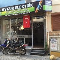 Photo taken at UYGUR ELEKTRİK AVİZE AYDINLATMA by Emre U. on 9/14/2015