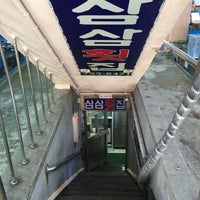 Photo taken at 삼삼횟집 by SEO K. on 1/31/2017