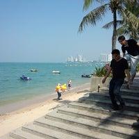 Снимок сделан в Pattaya Beach пользователем さとし す. 1/9/2013