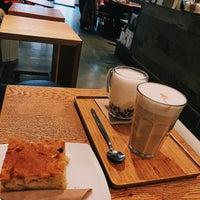 Foto scattata a Cafe Velvet Brussels da Emily D. il 2/8/2018