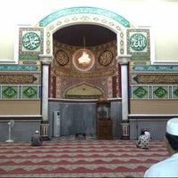 Photo taken at Masjid Agung Al-Makmur by Zulfan E. on 9/28/2012