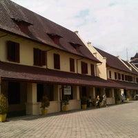 Photo taken at Fort Rotterdam (Benteng Ujung Pandang) by Muchamad N. on 7/19/2013