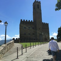 Photo taken at Castello di Poppi by Árni Gísli Á. on 6/18/2016