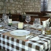Photo taken at Pescaria Dekaderon by Milijana S. on 7/10/2014