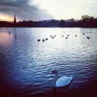 Foto tirada no(a) Kensington Gardens por Marquise em 11/23/2012