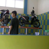 Photo taken at Cuci Motor Steam by Sity N. on 2/5/2014