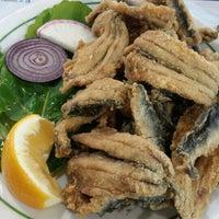 Photo taken at Yeşillik balık & salata by Emre Merve C. on 12/20/2015