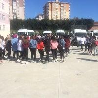 Photo taken at Münevver Kemal Özver Anadolu Sağlık Meslek Lisesi by TC Kutlu A. on 4/4/2018