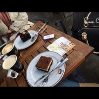 Photo taken at Gloria Jean's Coffee's by Büşra O. on 4/12/2018