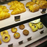 Photo taken at Starbucks by Glenn H. on 9/29/2013