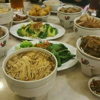 Photo taken at Pao Xiang Bak Kut Teh (宝香绑线肉骨茶) by Sherlyn M. on 4/1/2016
