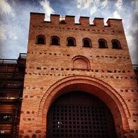 Снимок сделан в Золотые ворота пользователем Нияз А. 5/24/2013