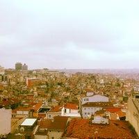 Das Foto wurde bei The Green Park Taksim Hotel von Нияз А. am 4/15/2013 aufgenommen