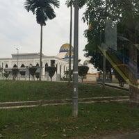Photo taken at Masjid Kolej Islam Pahang Sultan Ahmad Shah by Syamil R. on 8/5/2016